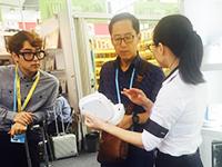 广交会上韩国客户当场购买产品