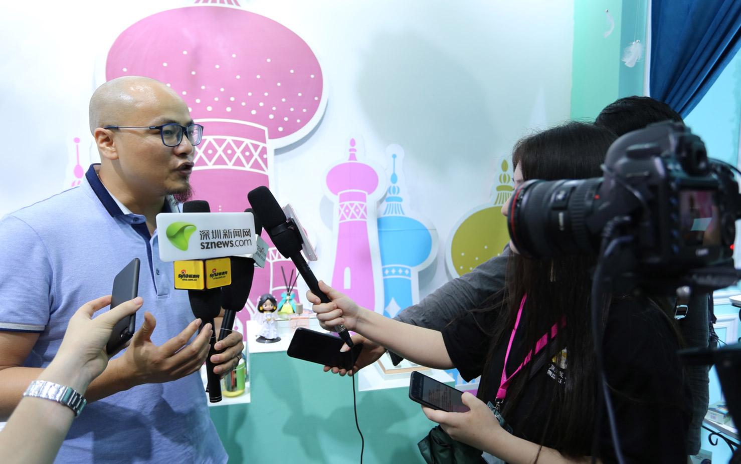 <p> 新浪网、深圳新闻网采访 </p>
